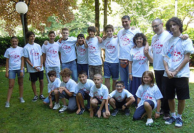 I 15 giovani partecipanti e i 3 allenatori